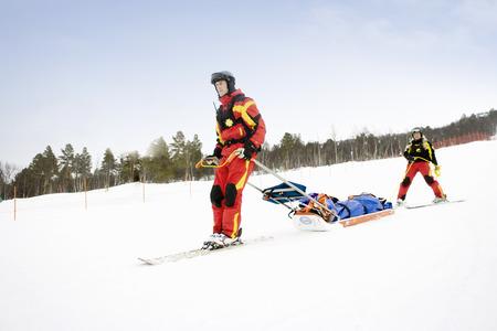 Two Rescuers in Piste