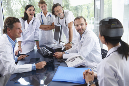 diagnoses: Doctors laughing with their colleagues LANG_EVOIMAGES