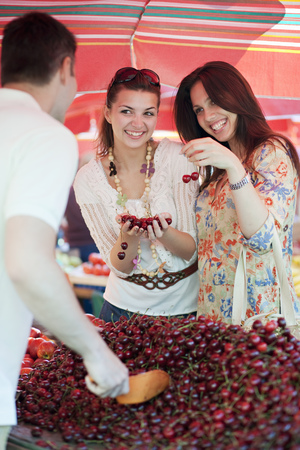 commodities: Joven, mujeres, compras, fruta LANG_EVOIMAGES