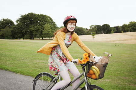 Woman cycling in park LANG_EVOIMAGES