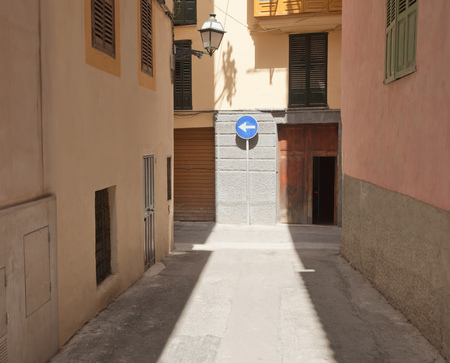 abodes: Street with direction sign LANG_EVOIMAGES
