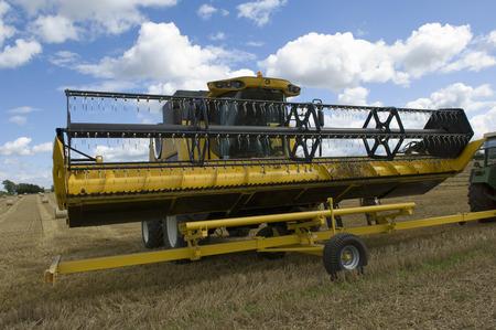 Combine harvester unloading header LANG_EVOIMAGES