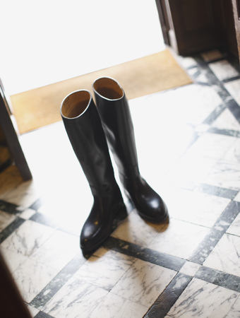 entryway: Boots without owner