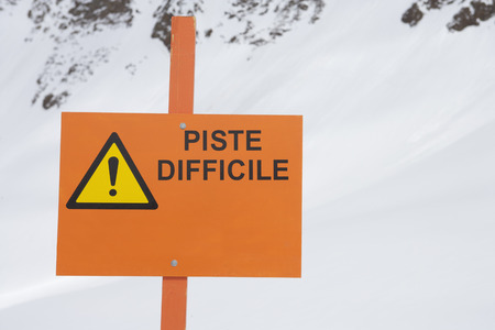 wintery: Sign reading 'piste difficile' LANG_EVOIMAGES