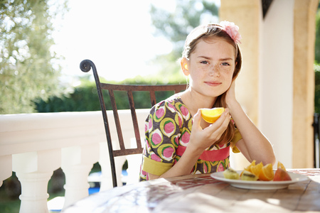 morsels: Girl eating fresh oranges LANG_EVOIMAGES