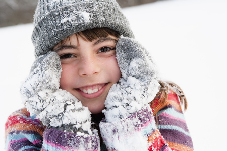 snows: Girl placing face on her hands