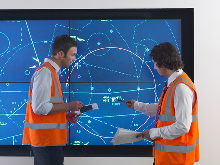 traffic controller: Air traffic controllers with simulation