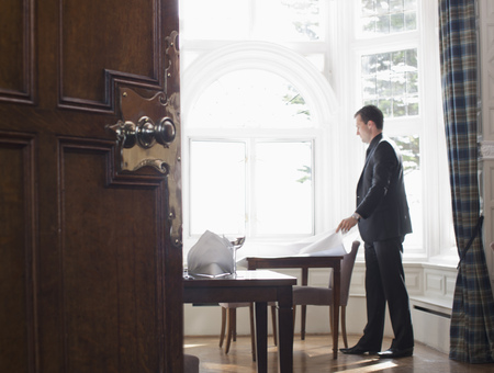 lavishly: Man setting up table
