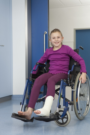 healer: Girl in wheelchair,foot in plaster LANG_EVOIMAGES