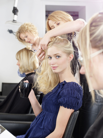 grooming: Woman having hair cut in salon LANG_EVOIMAGES