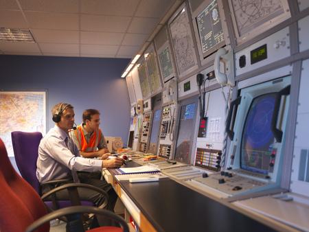 pcs: Air traffic controllers in radar room LANG_EVOIMAGES
