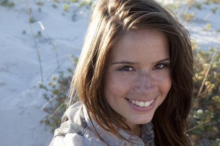 Girl smiling in camera LANG_EVOIMAGES