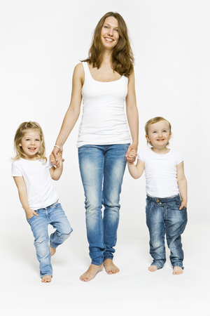 easygoing: Mother and children holding hands