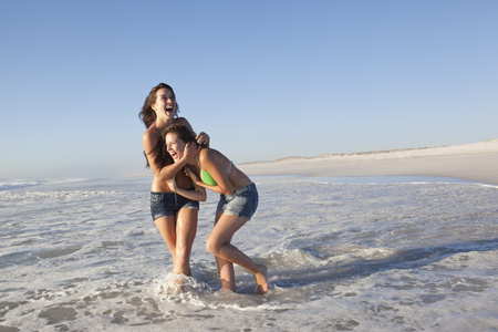 Two girls on beach LANG_EVOIMAGES