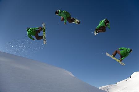 feats: Snowboarder dangerous free ride jump LANG_EVOIMAGES
