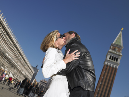 histories: Couple kissing in venice,Italy LANG_EVOIMAGES