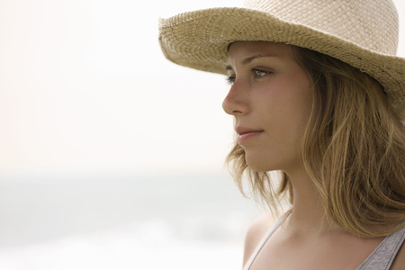 Girl with straw hat in profile