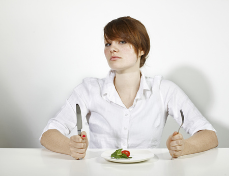 uncomplicated: Women with salad in white Shirt