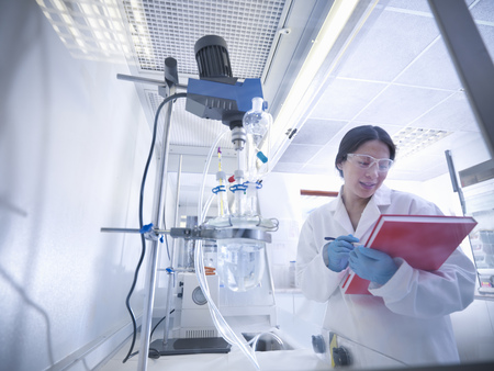 notations: Female scientist in laboratory
