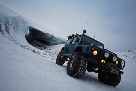 Jeep driving on snow-covered glacier LANG_EVOIMAGES