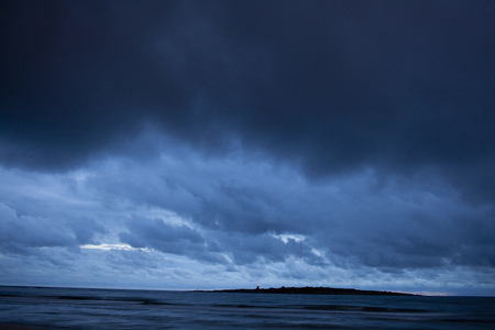 Stormy clouds overlooking ocean LANG_EVOIMAGES