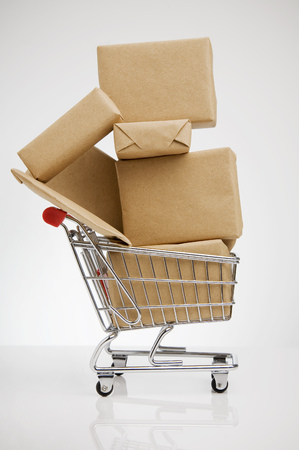 bodegones: Wrapped packages in shopping cart