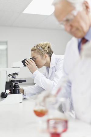 Scientists working in pathology lab LANG_EVOIMAGES