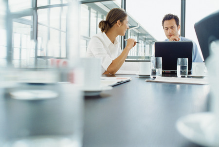 conferring: Business people working at desk LANG_EVOIMAGES