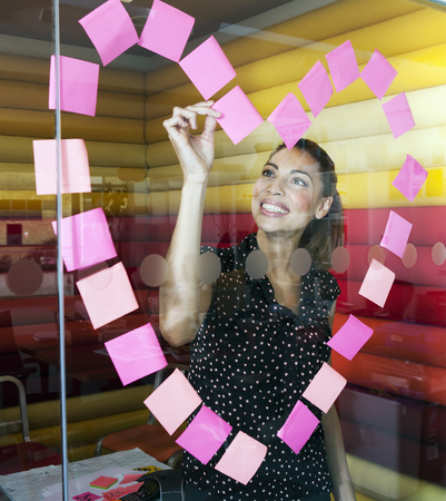 large group of business people: Businesswomen making heart with notes