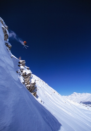 perilous: Skier making jump on mountainside LANG_EVOIMAGES