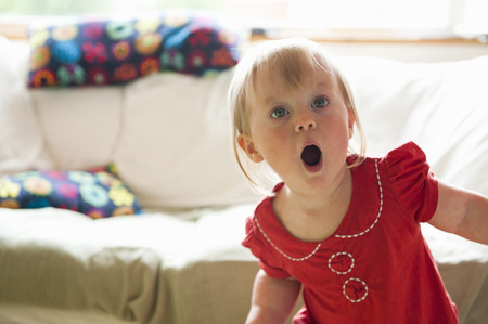 gasping: Toddler girl gasping in living room LANG_EVOIMAGES