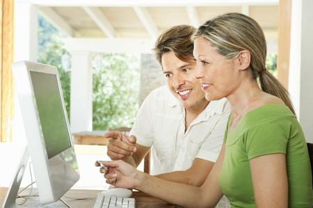 remuneraciÓn: Pareja de compras en Internet