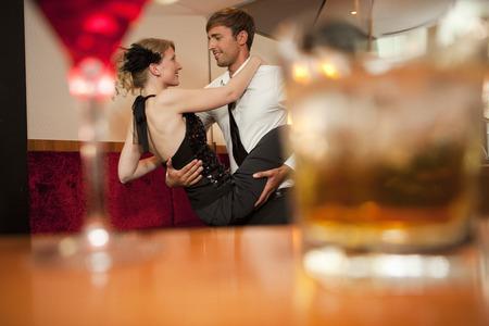 éxtasis: Sonriente, pareja, bailando, barra