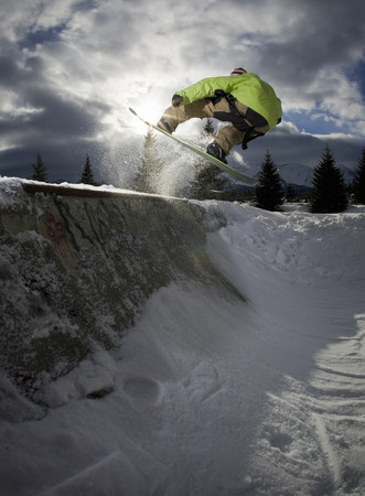 jeopardizing: Snowboarder jumping on half-pipe