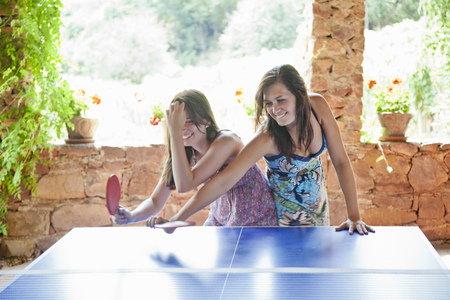 struggled: Women playing table tennis