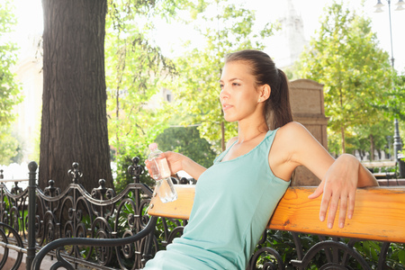 ceasing: Woman relaxing on park bench LANG_EVOIMAGES