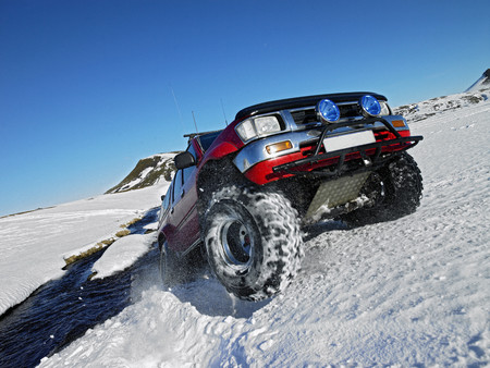 All-terrain vehicle driving in snow LANG_EVOIMAGES