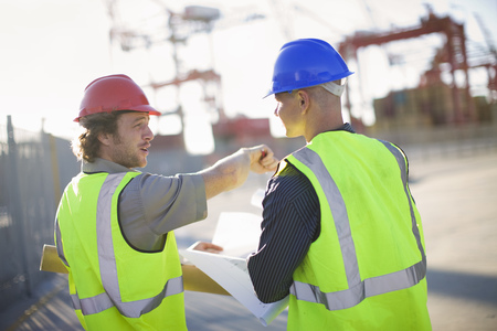 review site: Construction workers talking on site LANG_EVOIMAGES