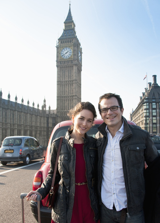 histories: Couple outside House of Parliament LANG_EVOIMAGES