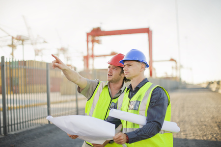 Construction workers talking on site LANG_EVOIMAGES