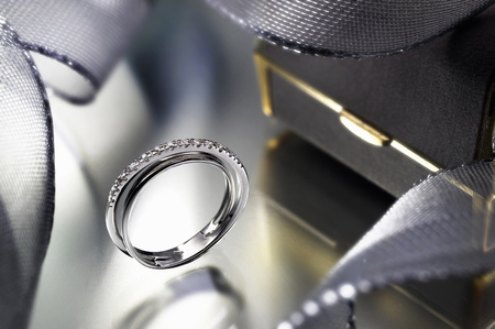 Close up of modern engagement ring LANG_EVOIMAGES