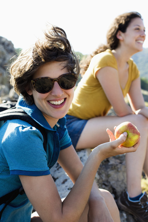 morsels: Woman eating apple outdoors LANG_EVOIMAGES