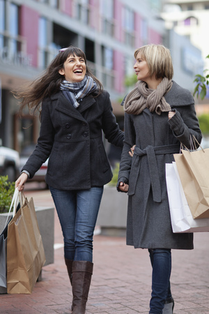 in twos: Women shopping together in city center