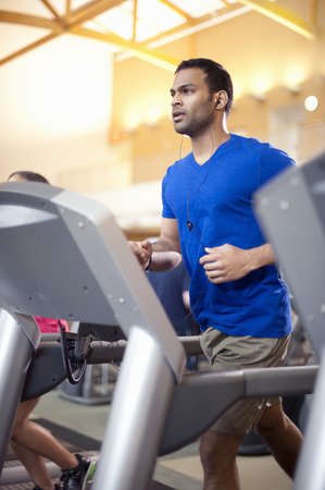 go inside: Man using treadmill in gym LANG_EVOIMAGES