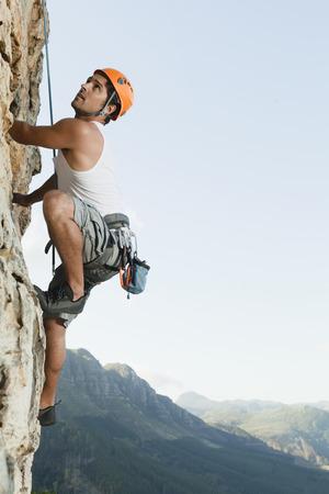 ahorcada: Escalador escalar la roca escarpada