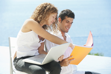 motioning: Couple working together outdoors