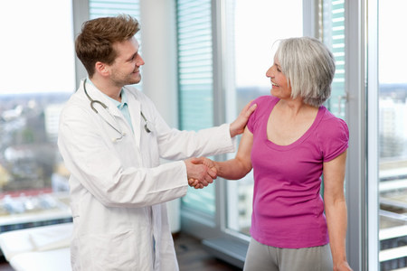 womens hands: Doctor shaking womans hand in office LANG_EVOIMAGES