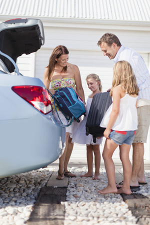 poppa: Family loading up car trunk