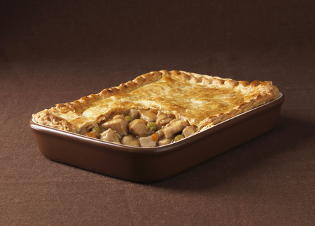 egglayer: Dish of chicken and vegetable pie LANG_EVOIMAGES