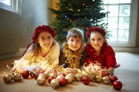 spiritual beings: Children with Christmas decorations LANG_EVOIMAGES